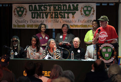 ROSEANNE BARR AT OAKSTERDAM UNIVERSITY